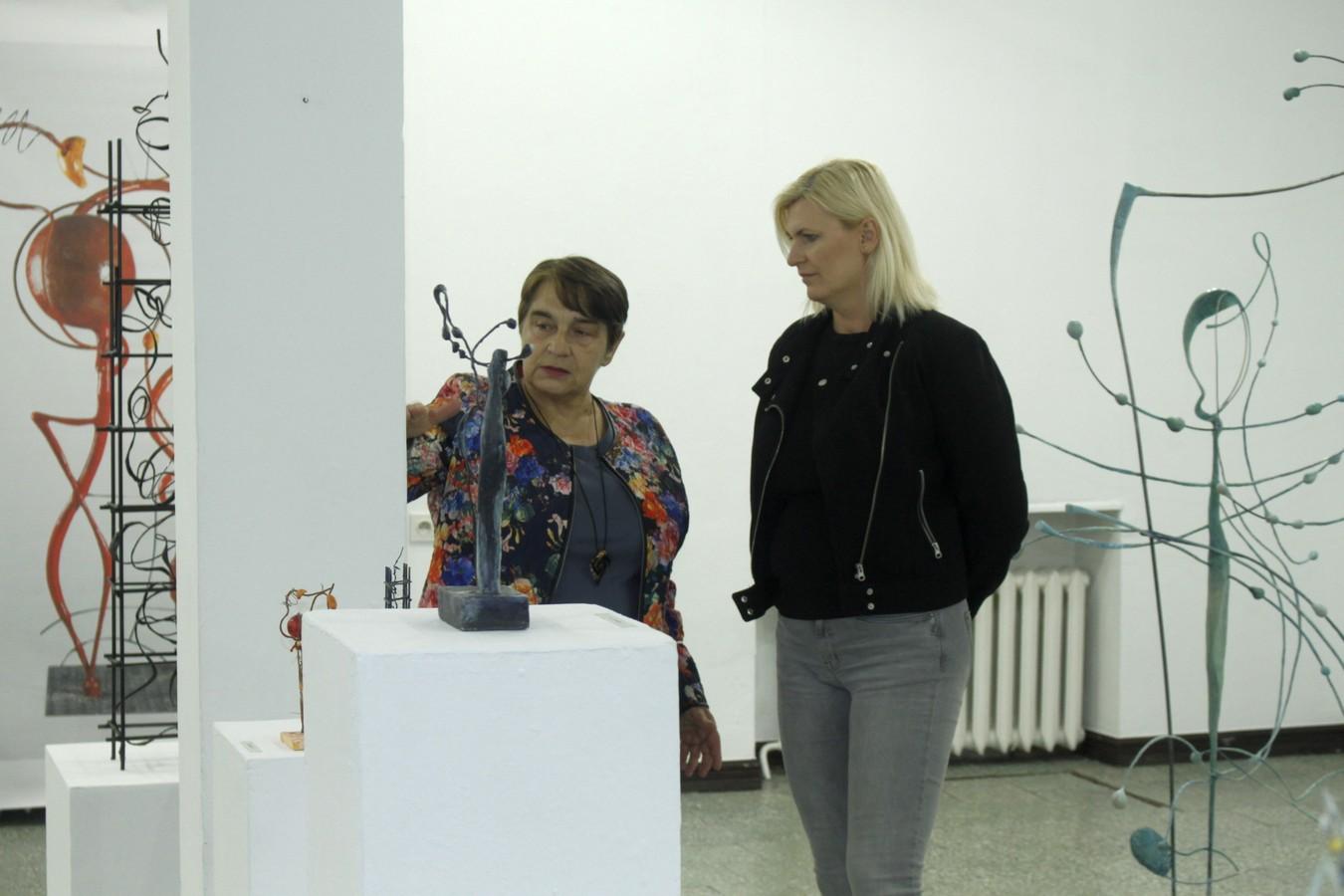Zdjęcia z finisażu wystawy rzeźby Lidii Głazik